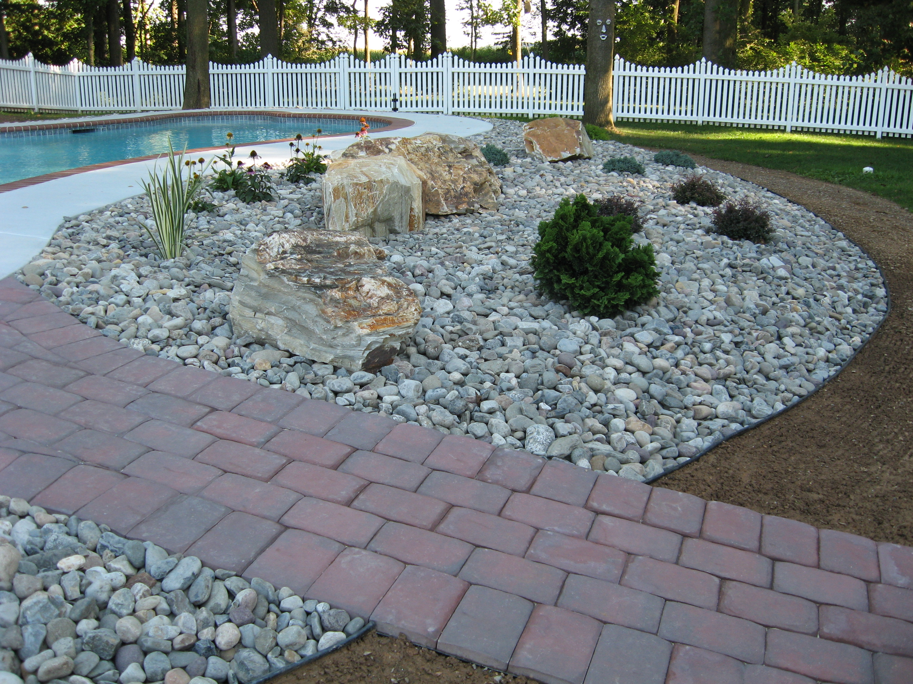 Structured hardscape construction for Landscaping stones